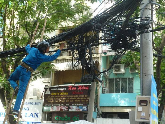 Do not turn on the light abroad: 12 worst examples of electrical wiring in the world