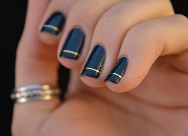 manicure with gold stripe