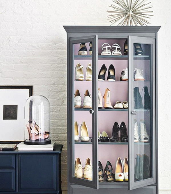 Мебель и предметы интерьера в цветах: черный, серый, светло-серый, бежевый. Мебель и предметы интерьера в стиле классика.