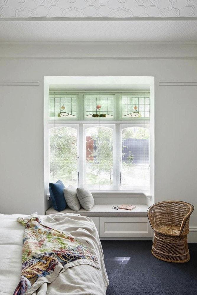 Спальня в цветах: серый, светло-серый, белый, салатовый. Спальня в .