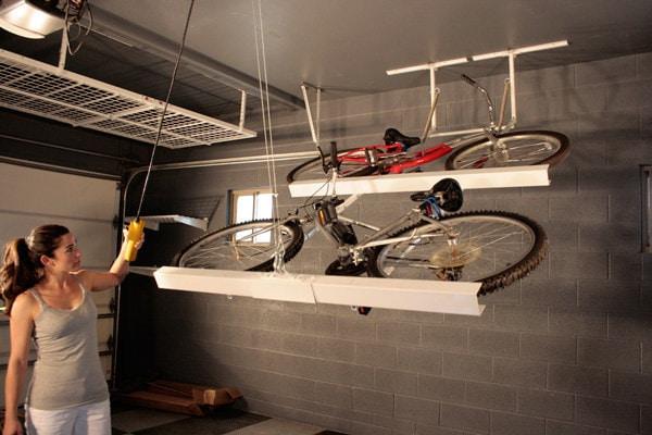 Гараж: 35. Храните велосипеды параллельно потолку кухня, хранения