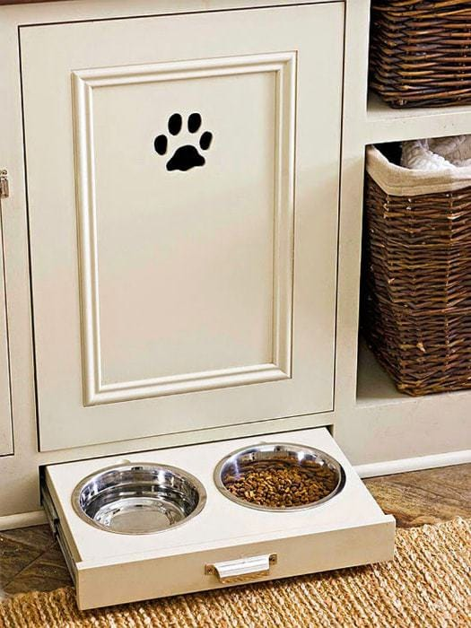 Retractable stage with bowls for a pet.