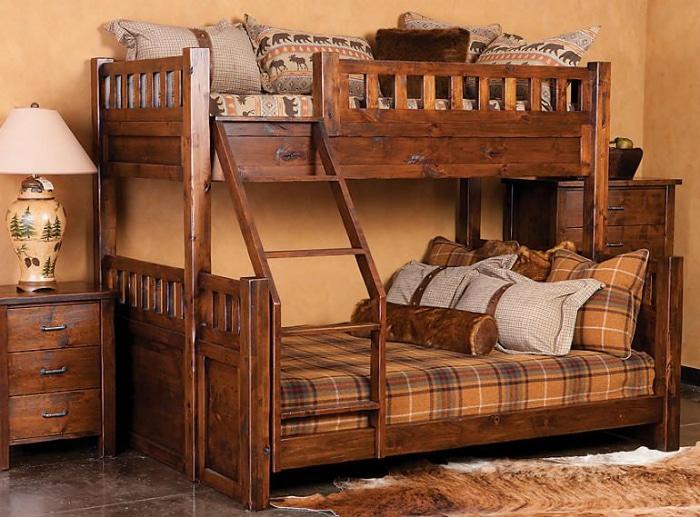 Деревянная двухъярусная кровать.