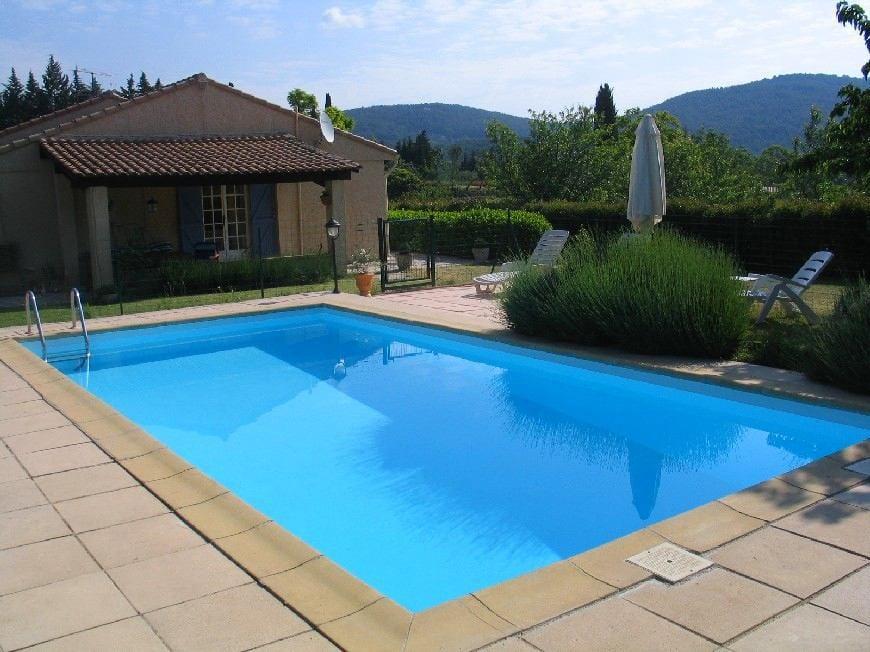 Бассейн, баня, сауна в цветах: голубой, черный, серый, светло-серый. Бассейн, баня, сауна в стиле минимализм.