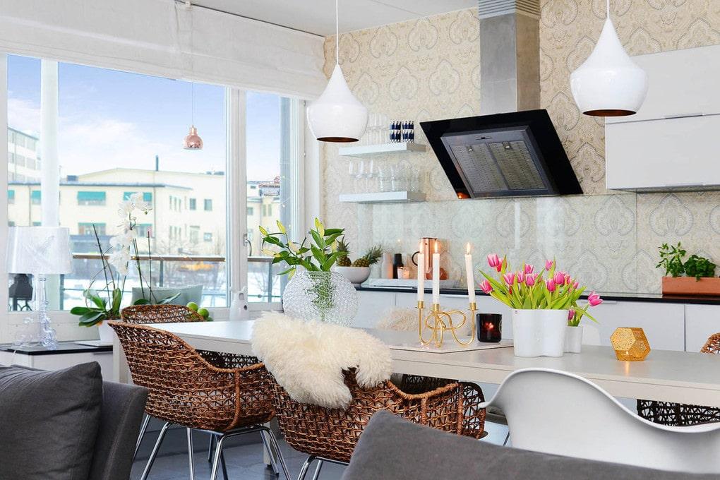 Кухня в цветах: черный, серый, белый, коричневый. Кухня в стилях: эклектика.