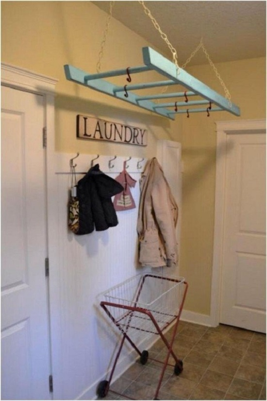 лестница под потолком