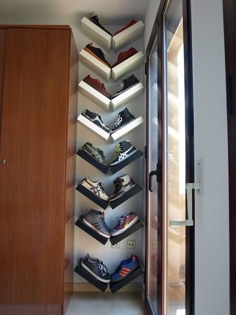 25. Такое хранение обуви на полках даже украсит интерьер кухня, хранения