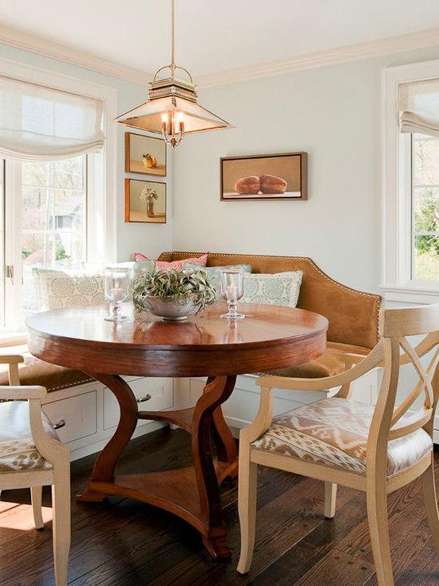 Кухня в цветах: серый, белый, темно-коричневый, коричневый, бежевый. Кухня в стиле французские стили.