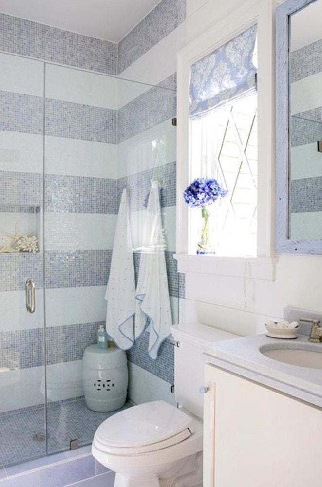 Туалет в цветах: голубой, серый, светло-серый, белый. Туалет в .