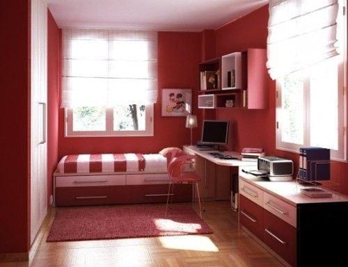 комната в красных тонах