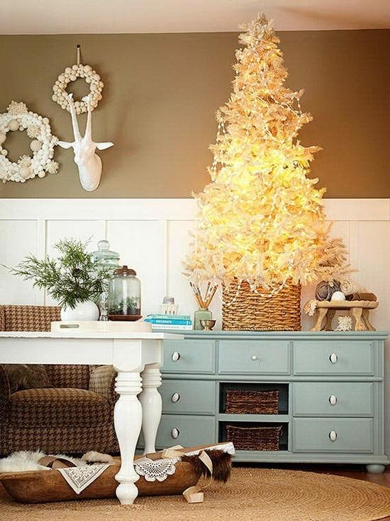 Белоснежная новогодняя елка