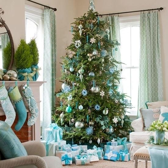 Небесно-голубая новогодняя елка