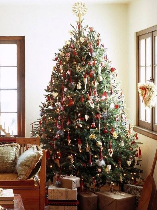 Новогодняя елка в стиле Санта-Клауса