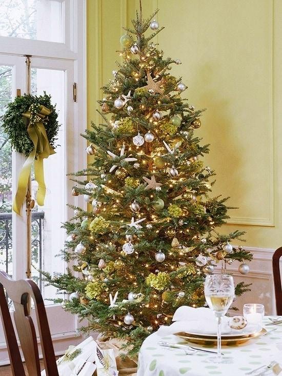 Прибрежная новогодняя елка