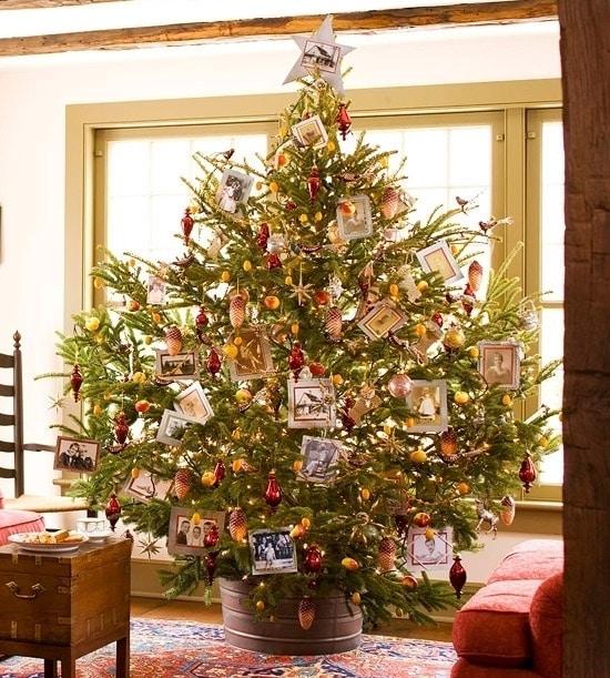 Новогодняя елка с семейными фотографиями