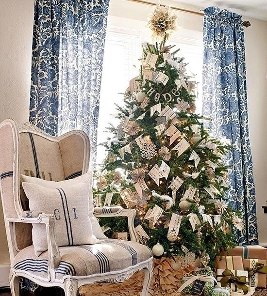 Новогодняя елка с флажками