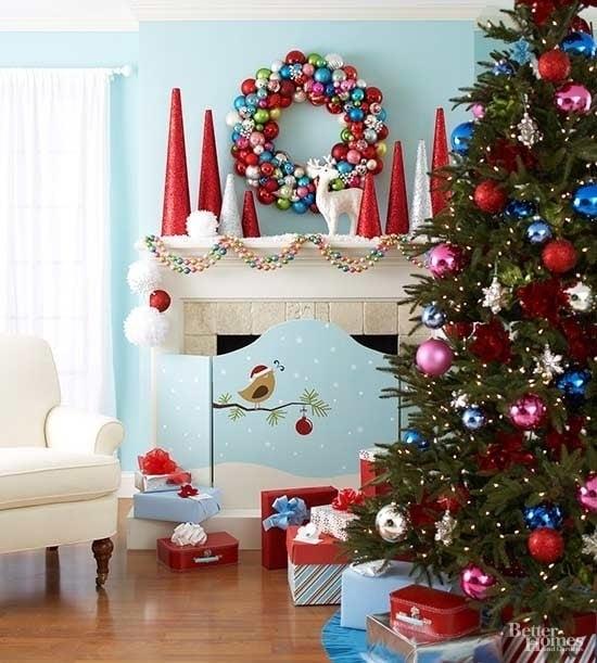 Яркая и искрящаяся новогодняя елка