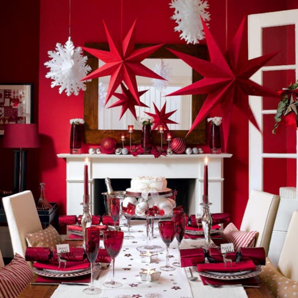 Декор в цветах: светло-серый, белый, бордовый, темно-коричневый, коричневый. Декор в .