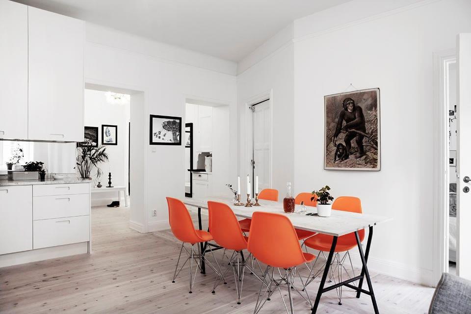 Кухня в цветах: серый, светло-серый, бордовый, бежевый. Кухня в стилях: скандинавский стиль.