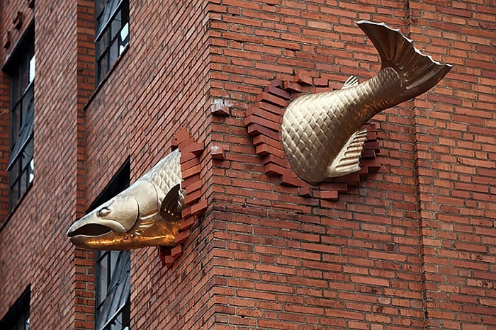 Sculpture salmon is located in the wall of the building above the entrance to one of the best restaurants in Portland.