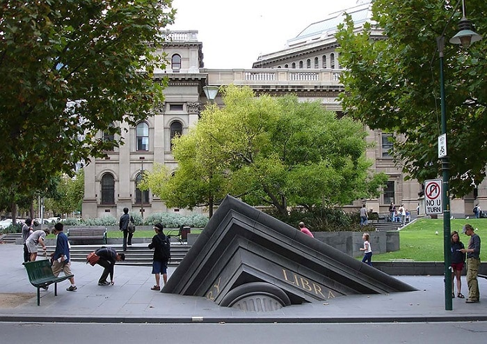 Sinking building at the State Library.