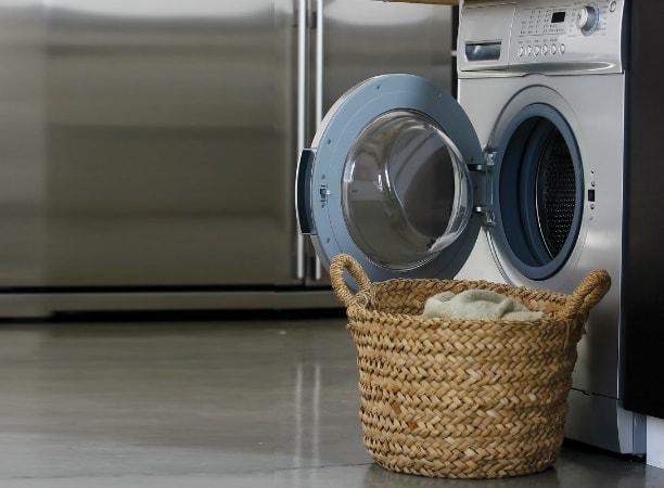 Невозможное возможно! Как правильно стирать пуховики, кроссовки и угги?
