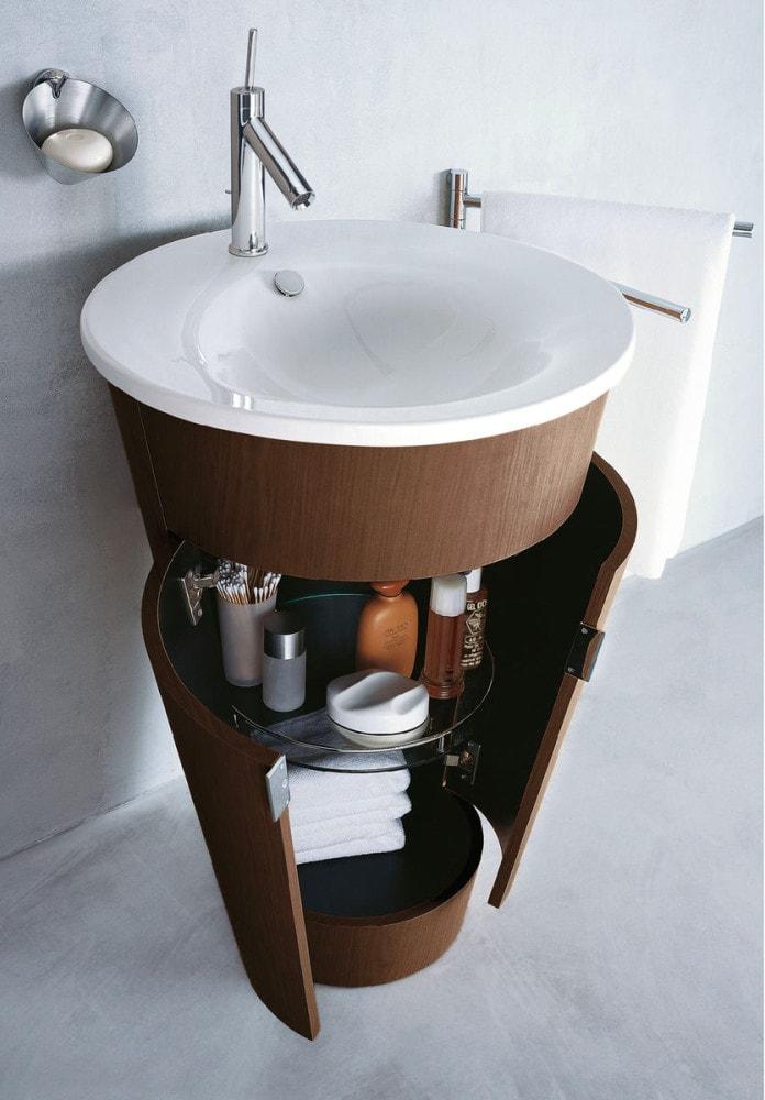 Мебель и предметы интерьера в цветах: черный, серый, светло-серый, белый, коричневый. Мебель и предметы интерьера в .