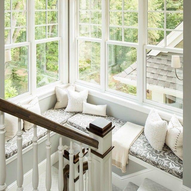 Лестница в цветах: серый, светло-серый, белый. Лестница в .