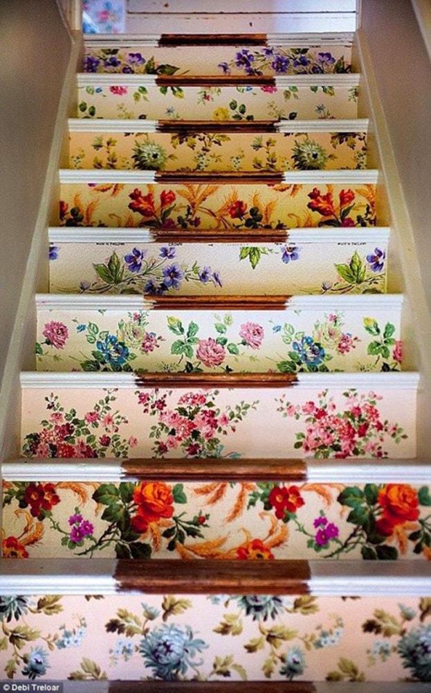 Лестница в цветах: светло-серый, белый, коричневый, бежевый. Лестница в стиле французские стили.