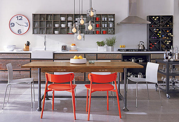 Кухня в цветах: оранжевый, черный, серый, белый, коричневый. Кухня в стилях: эклектика.