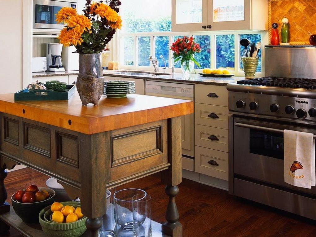 Кухня в цветах: черный, серый, темно-коричневый, коричневый, бежевый. Кухня в стилях: кантри.