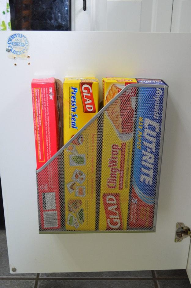 6. Хранение фольги и пергамента в подставке для журналов кухня, хранения
