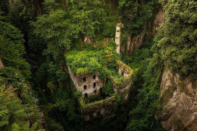 5. Заброшенная мельница в Сорренто, Италия.