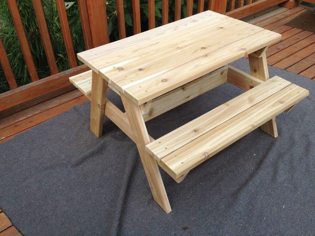 Детский столик для дачи