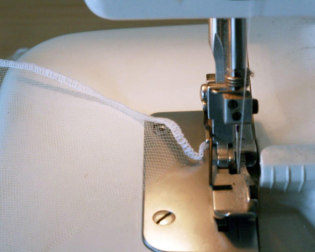 Кромка на швейной машинке