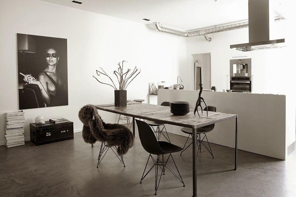 Кухня в цветах: черный, серый, белый. Кухня в стилях: минимализм.