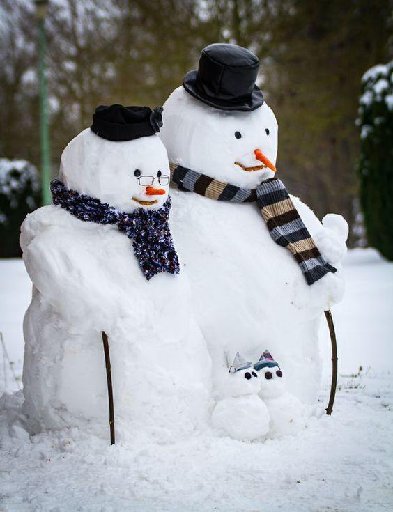 снеговики бабушка и дедушка