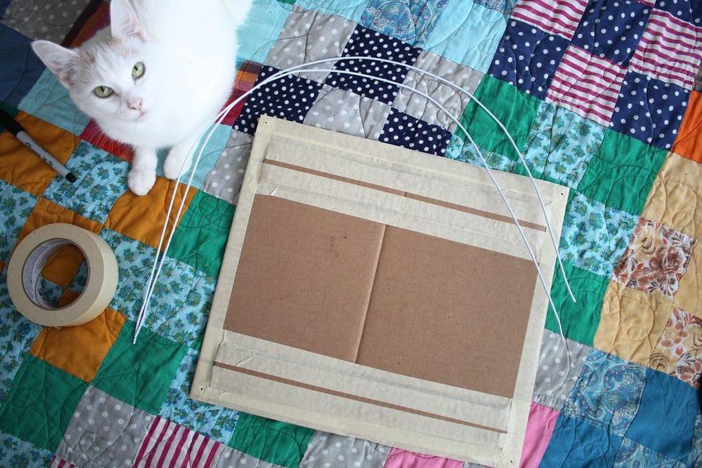 Домик для кошки своими руками из футболки и коробки