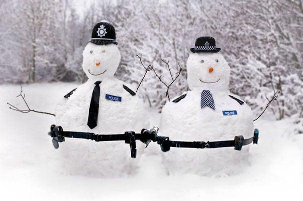 снеговик полицейский