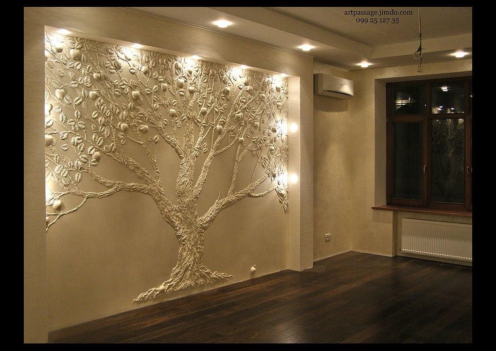 Лепнина дерево на стене