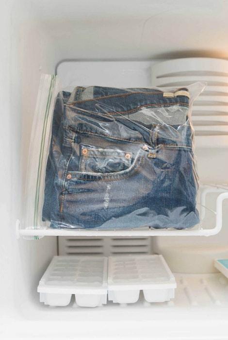 Освежить джинсы без стирки
