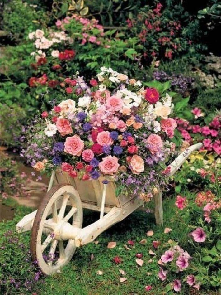 Декоративная клумба для сада своими руками
