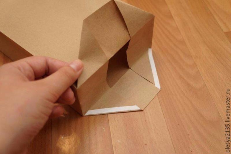 Небольшой пакет из бумаги