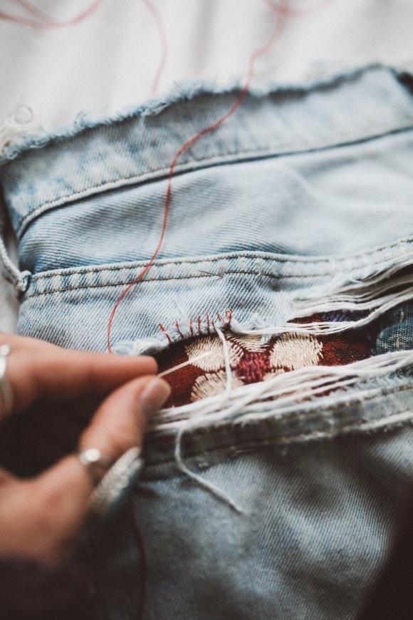 джинсы в стиле бохо