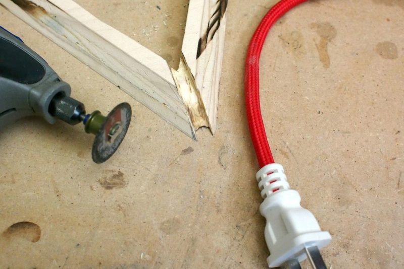 полость для кабеля углового светильника