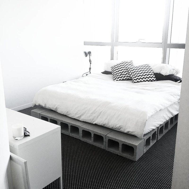 кровать из шлакоблоков