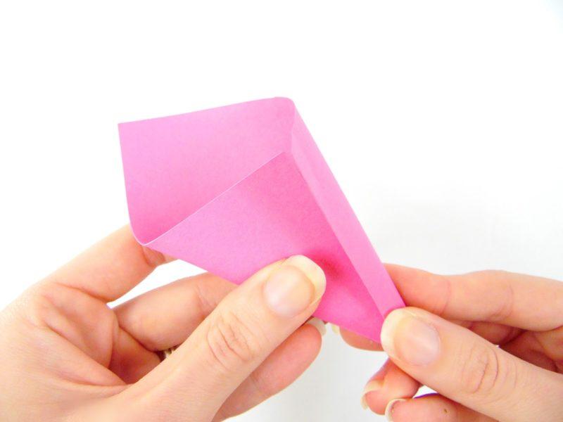 цветная бумага свернутая конусом