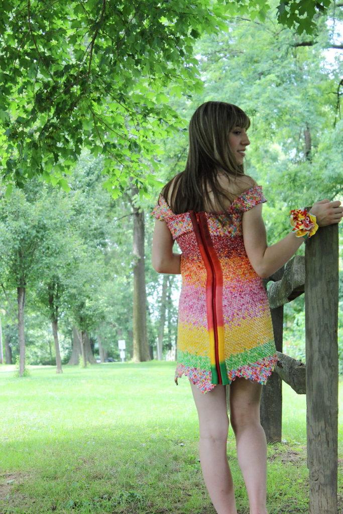 платье из обертки от конфет