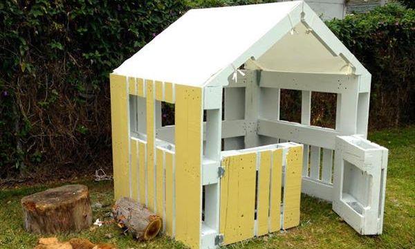 Детский домик для дачи из поддонов своими руками