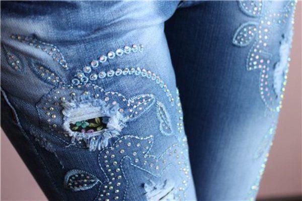 Как украсить джинсы своими руками стразами и кружевом 30